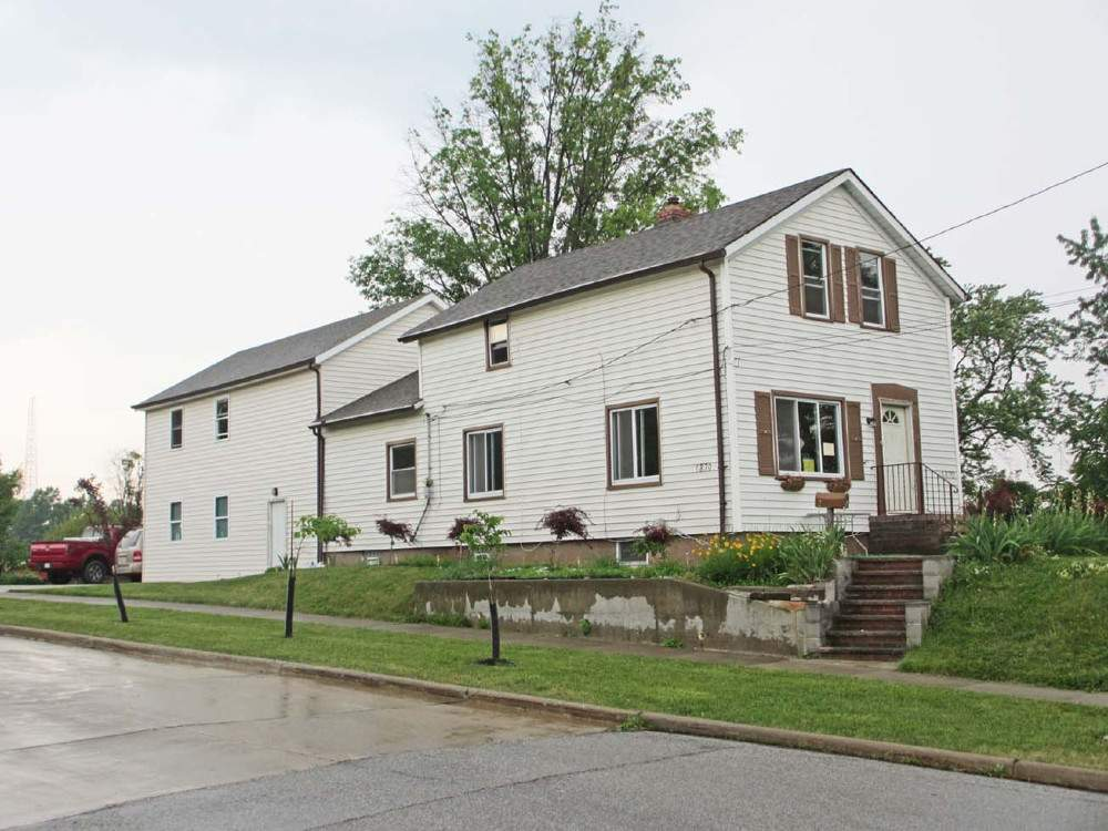 Auctions Nice Two Story Home Cuyahoga
