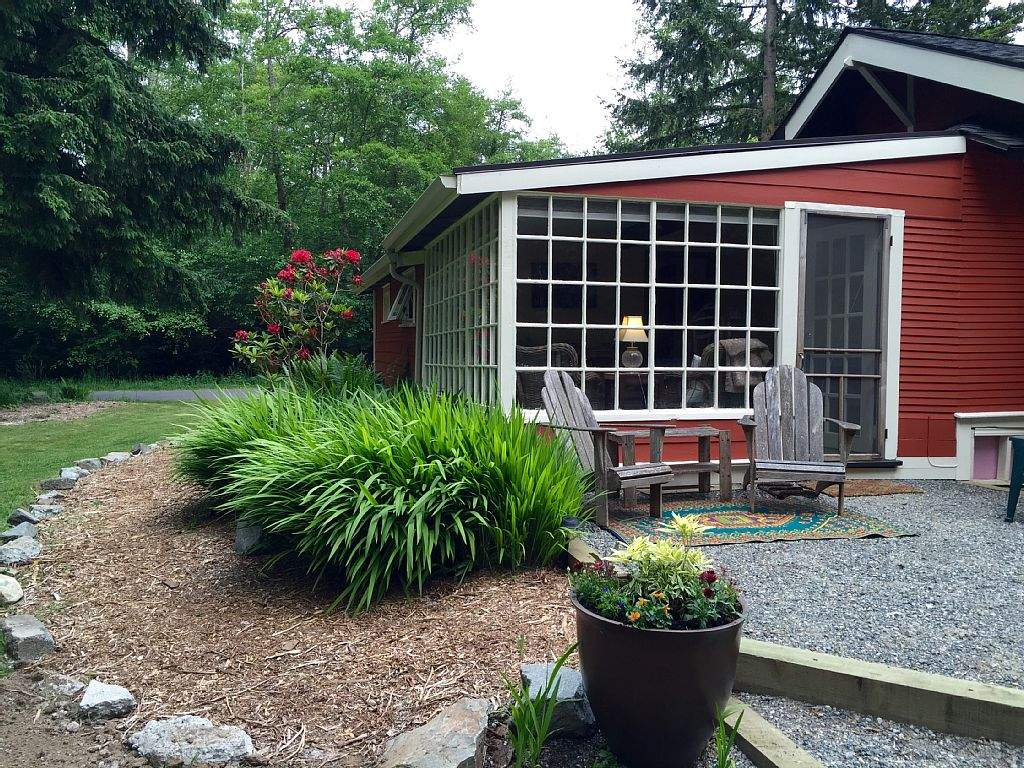 Charming Mother Law Cottage Located Vashon Sleeps