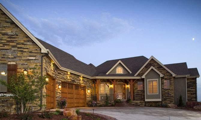 Craftsman Home Angled Garage Architectural