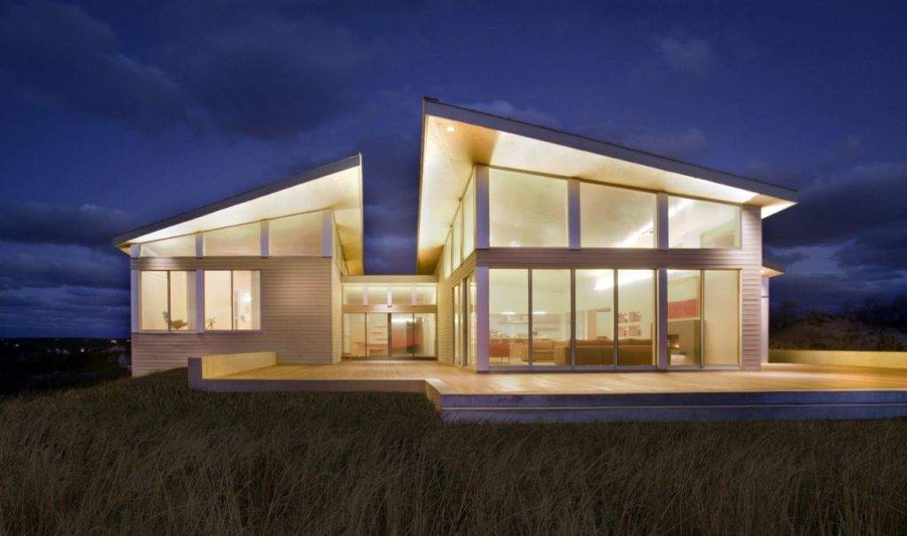 Energy Efficient House Architecture Featuring Elegant Beach