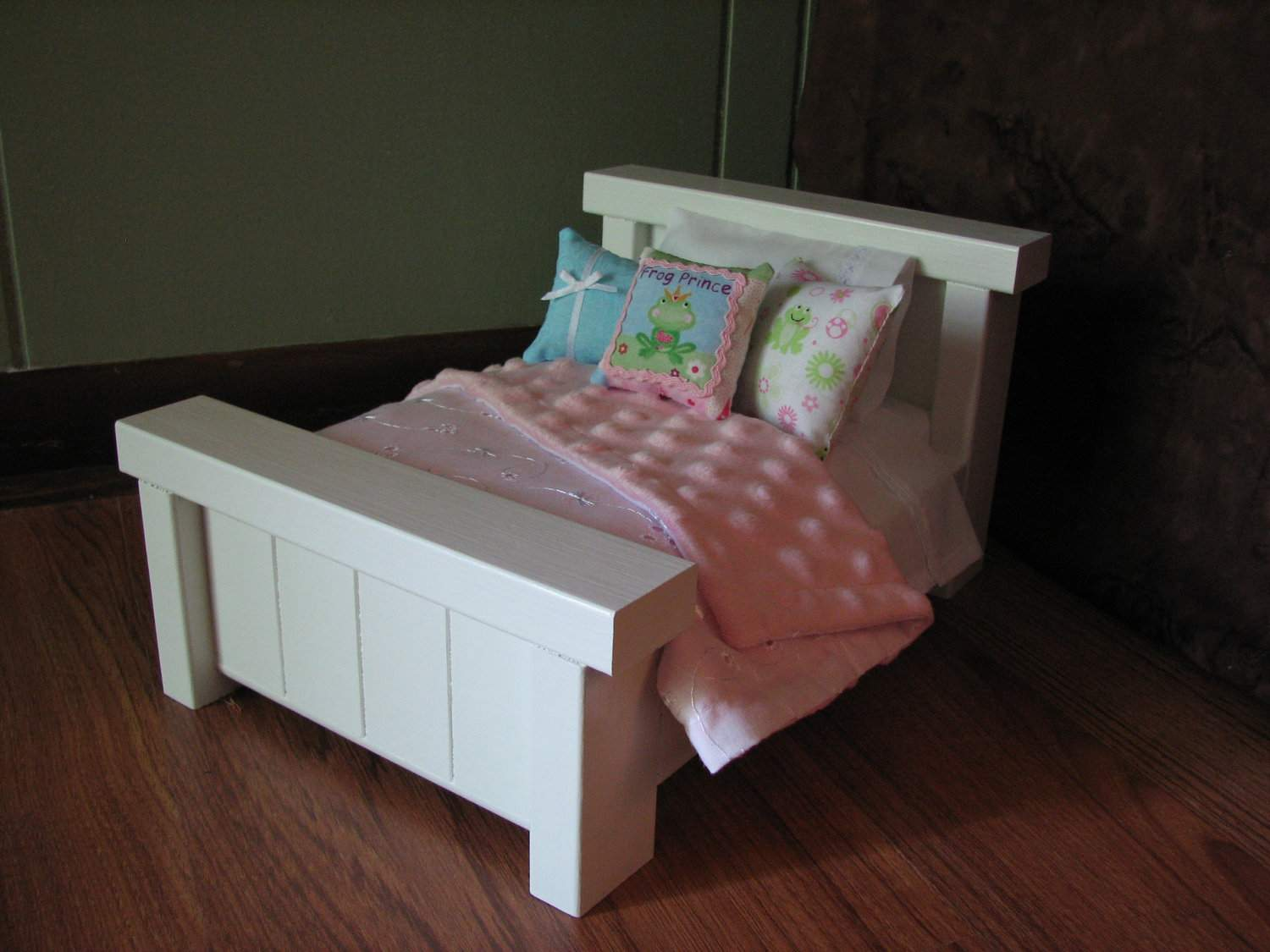 Mini Farmhouse Style Bed American Madigracedesigns