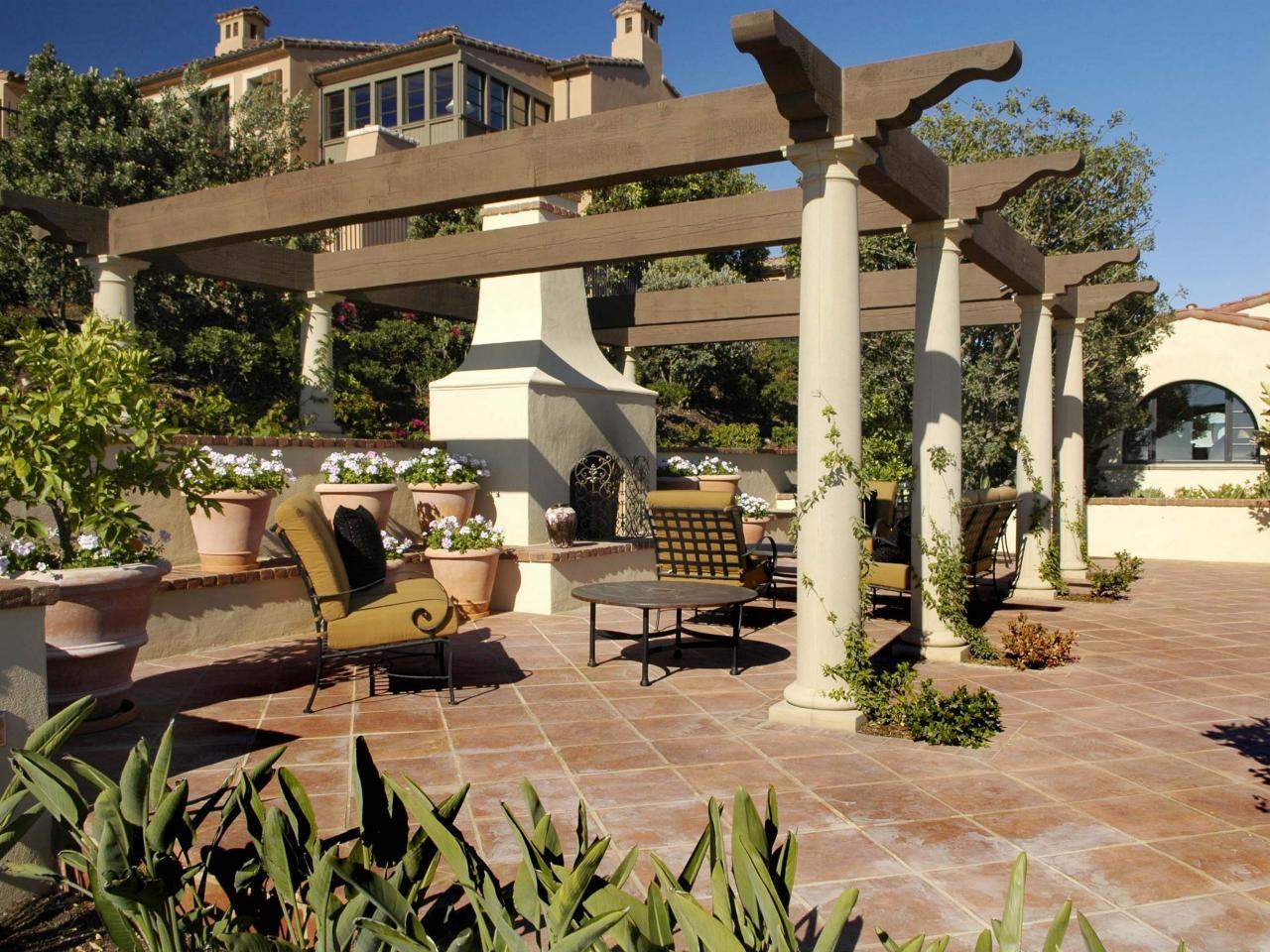 Outdoor Spanish Retreat Tile Gives Earthy Elegance