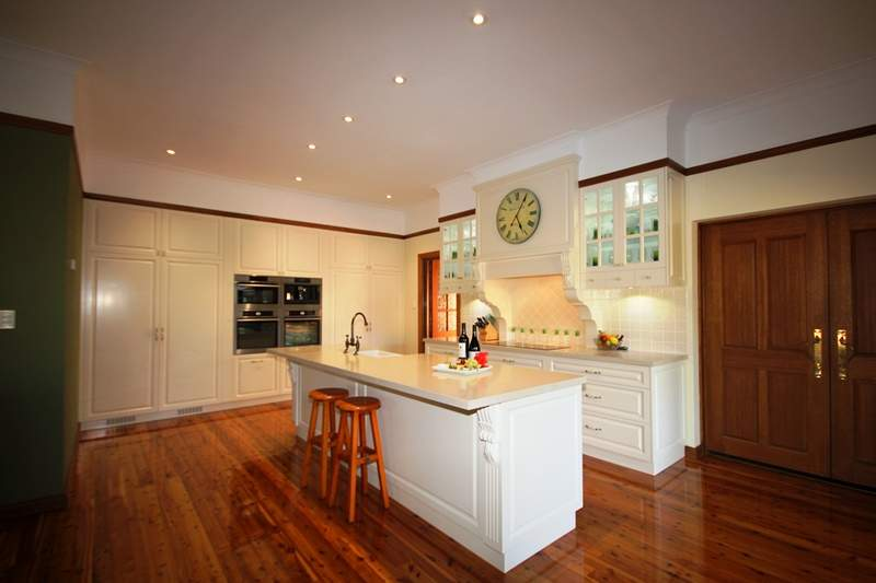 Traditional French Colonial Farmers Kitchen Design Integrated